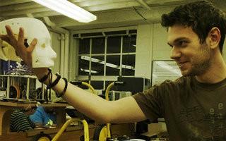 Student koji radi za NASA-u osvaja Ameriku i zovu ga Tesla!